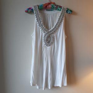 Pleione sleeveless white shirt
